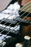 гитары празднества Дубай 2011 полосы выполнять macy джаза басовой серой международный Стоковое Изображение