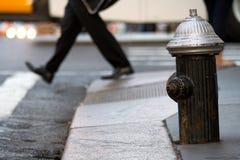 Гидрант на улице. Стоковые Изображения