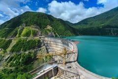 Гидроэлектрическая электростанция в горах Стоковые Фото