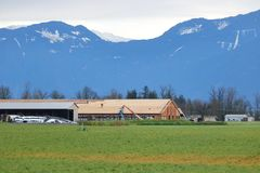 Главная конструкция сельскохозяйственного строительства в долине стоковые фотографии rf