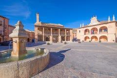 Главная площадь в старом городке деревни Ayllon стоковое изображение