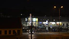 Главная площадь Rep 28-ое сентября Olomouc Olomouc чехословакская при астрономические часы и исторические дома будучи освещанной  видеоматериал