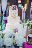 Главная таблица на свадьбе - свадебный пирог Стоковая Фотография RF