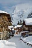 Главная улица в малой деревне Murren в Bernese Альпах, Switzerl стоковое фото