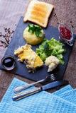 Главное блюдо julienne гриба с сыром и рисом стоковые фото