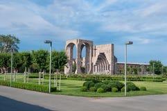 Главный вход, который нужно быть матерью видит святого комплекса Etchmiadzin Vagharshapat Армении стоковое изображение