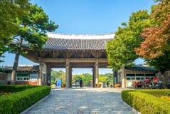 Главный вход парка Dalseong в Тэгу, Южной Корее стоковые изображения rf
