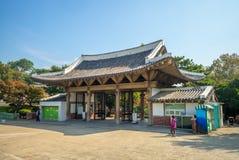 Главный вход парка Dalseong в Тэгу, Южной Корее стоковые фото