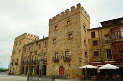 Главный фасад дворца Revillagigedo в Gijon Архитектура, перемещение, праздники, города стоковые фотографии rf