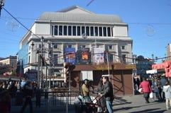 Главный фасад королевского театра в квадрате Изабеллы II в Мадриде стоковая фотография
