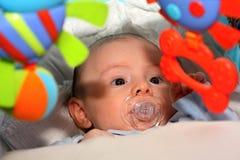 глаза голубого мальчика младенца большие стоковая фотография