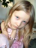 глаза ребенка раскрывают широко стоковое изображение rf