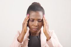 Глаза ` s женщины закрыли с головной болью и строгой мигренью стоковое фото rf