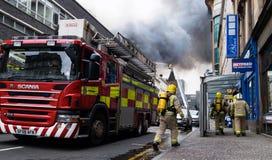 Глазго, Шотландия - Великобритания, 22-ое марта 2018: Крупный пожар в центре города Глазго на улице Sauchiehall в Глазго, объедин стоковое изображение