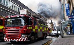Глазго, Шотландия - Великобритания, 22-ое марта 2018: Крупный пожар в центре города Глазго на улице Sauchiehall в Глазго, объедин стоковые изображения rf