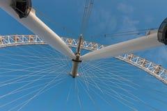 Глаз Лондона, тысячелетие катит внутри Лондон в утре Стоковое Изображение