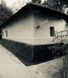 Глина сделала дом вокруг городской деревни в Бангладеше стоковые фото