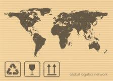 Глобальная концепция сети снабжения Карта мира и упаковывая символы на предпосылке картона Плоский дизайн Стоковые Изображения