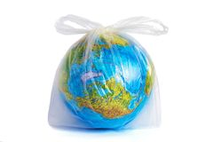 Глобус в сумке пластмассы полиэтилена устранимой стоковые фотографии rf