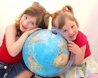 глобус детей стоковое фото rf