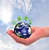 Глобус земли в людских руках иллюстрация вектора
