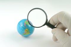 глобус земли стеклянный увеличивая Стоковые Фото