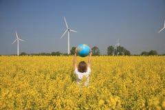 глобус мальчика Стоковая Фотография RF