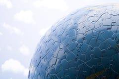 глобус сделал головоломку стоковое изображение