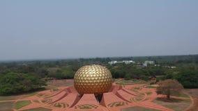 Глобус Auroville Индия Matrimandir золотой видеоматериал