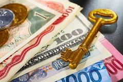 гловальный ключ к богатству Стоковое фото RF