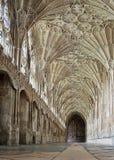 ГЛОСТЕР, Великобритания - 17-ое августа 2011: Коридор в монастыре собора Глостера Стоковые Изображения