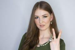 Глубина поля красивого макияжа кожи стороны модели красоты портрета светлых волос женщины здорового идеального ограниченная стоковое фото rf
