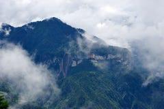 Глубокая верхняя часть горы в небе Стоковое Изображение RF