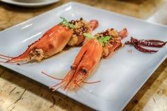 Глубокие зажаренные креветки в тамаринде sauce с травой Стоковое Фото