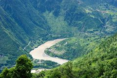 Глубокий ландшафт поворота реки u от очень верхней части Стоковая Фотография RF