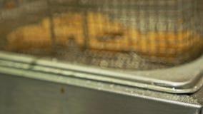 Глубокий fryer с кипя луком масла красным Большой, глубокий контейнер fryer для жарить лук еды Ресторан в обваливать в сухарях гл акции видеоматериалы