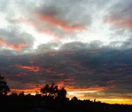 Глубокое оранжевое небо стоковое изображение