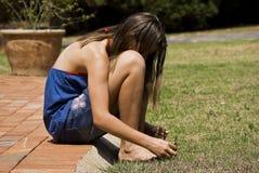 глубоко сидит предназначенная для подростков мысль Стоковая Фотография RF