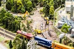 Глумитесь вверх по конструкции игрушки, железной дороге и ремонту и строению строительной техники стоковое фото rf