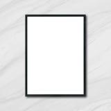 Глумитесь вверх по пустой смертной казни через повешение картинной рамки плаката на белой мраморной стене в комнате Стоковое Изображение
