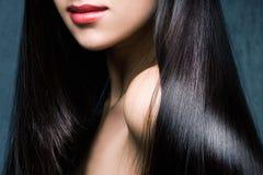 Глянцеватые черные волосы Стоковые Изображения RF