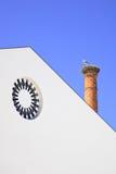 Гнездй аиста печной трубы в Algarve. Португалия. Стоковое Фото