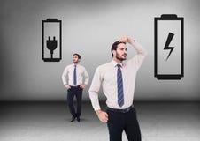 Гнездо батареи или штепсельной вилки при бизнесмен смотря в противоположных направлениях Стоковое фото RF
