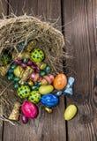 Гнездй пасхи с помадками шоколада Стоковые Фотографии RF