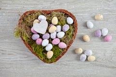 Гнездй пасхи с яичками Стоковые Фото