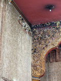 Гнездо птицы ласточки в церков Стоковое Изображение