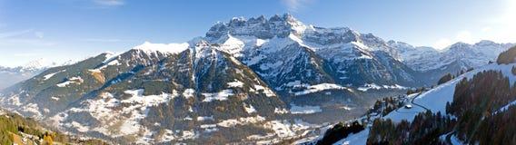 Гнет du midi обозревая Champery в Швейцарии Стоковая Фотография RF