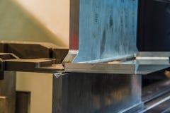 Гнуть металла на машине Стоковая Фотография RF