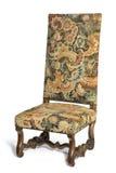 Гобелен антиквариата предыдущий покрыл стул подпертый максимумом на белом backgr Стоковые Фотографии RF