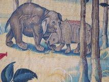 Гобелен стены слона и носорога Стоковые Изображения RF